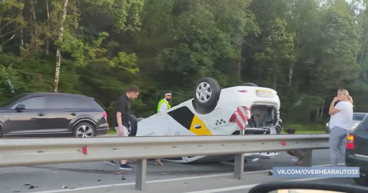 Во Владимире перевернулся автомобиль, водитель был подшофе_00000